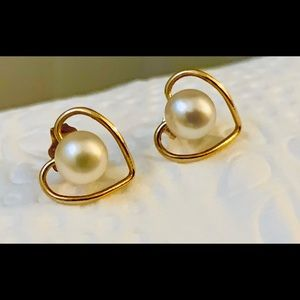 14kt. yellow gold and 3mm genuine pearl earrings